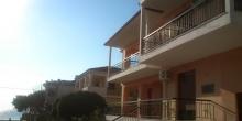 Divinis Apartments & Studios